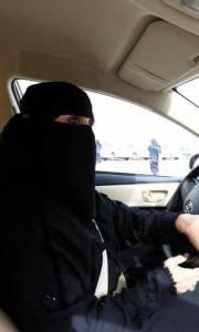 Szkoła jazdy dla saudyjek online / Saudi women's driving school online (2019) | Kinomaniak.pl